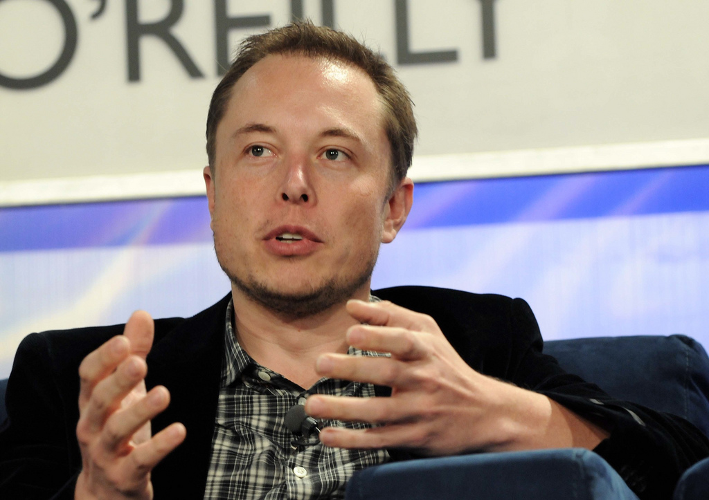 Elon Musk is looking for creative and re-playable games to put in Telsas